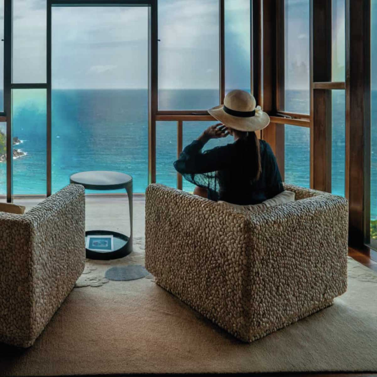 Deluxe One-bedroom Apartment with Oceanview